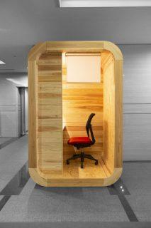 木製WEB会議ブース「MOKUBOOTH」が木材活用コンクールを受賞